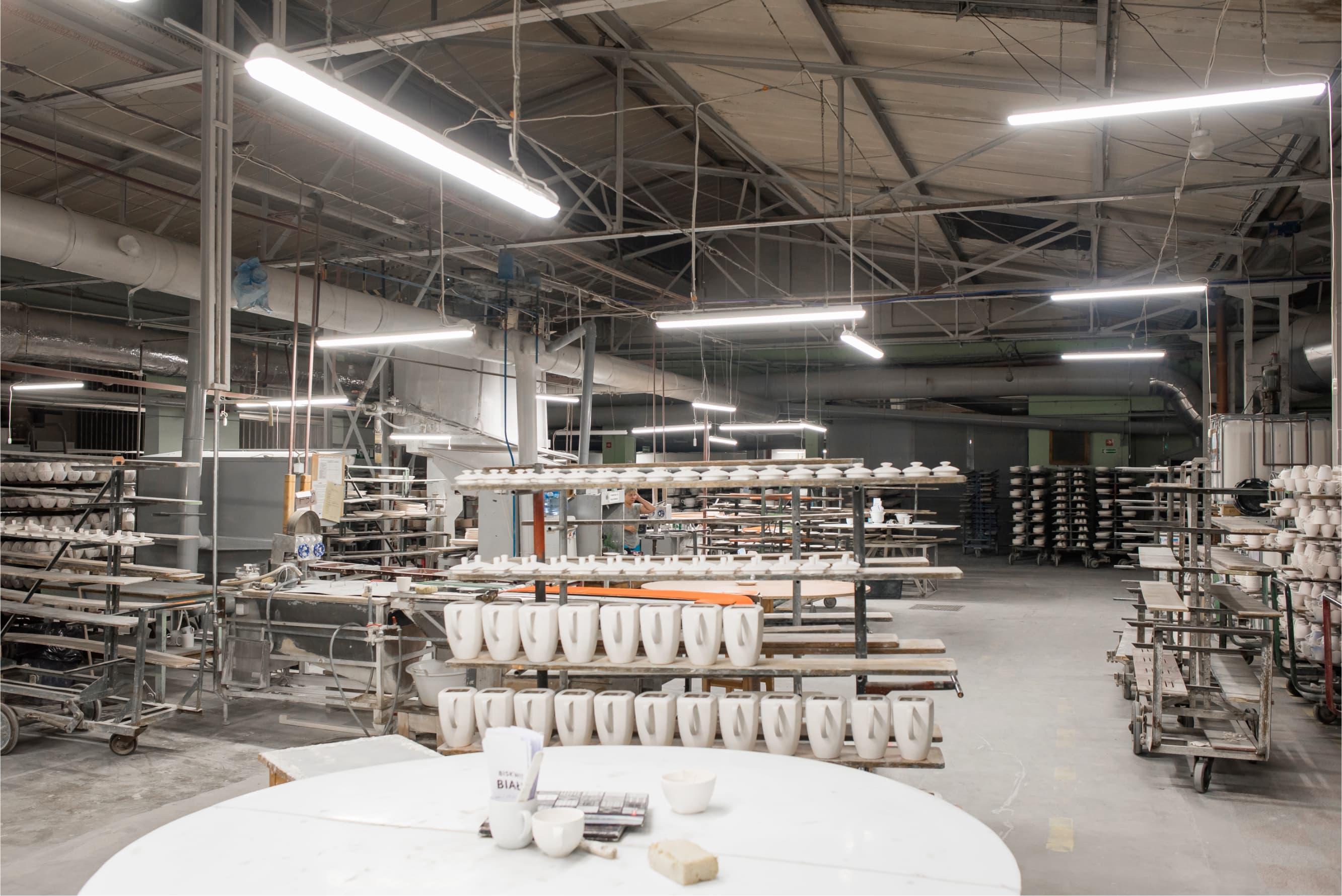 Oświetlenie przemysłowe Industrial w magazynie producenta porcelany - Luxon LED