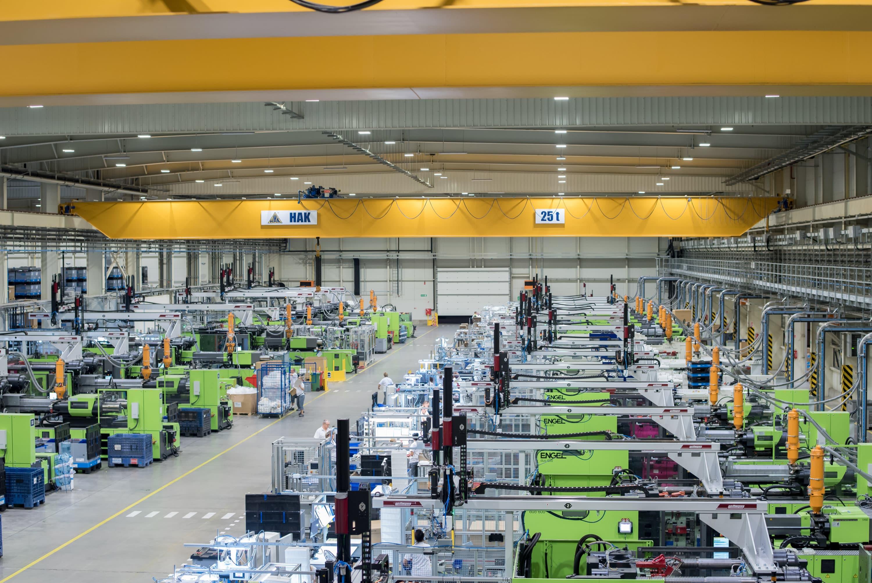 Oprawy przemysłowe Highbay w hali produkcyjnej firmy Industrias Alegre - Luxon LED