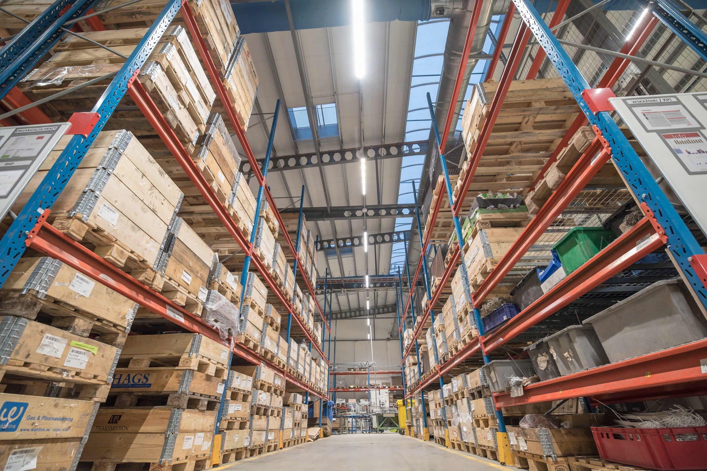 Oświetlenie przemysłowe Ultima w Magazynie firmy Elfa Manufacturing - Luxon LED