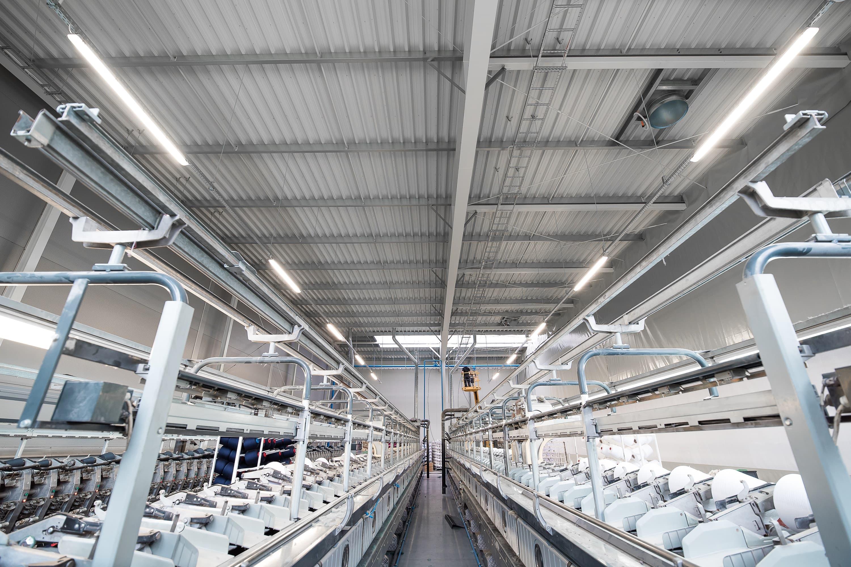 Hala przemysłowa firmy Legs po modernizacji oświetlenia na led - Luxon LED