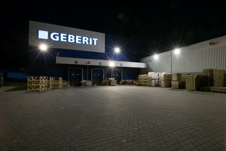 oprawy Industrial i Highbay w magazynach firmy Geberit - Luxon LED
