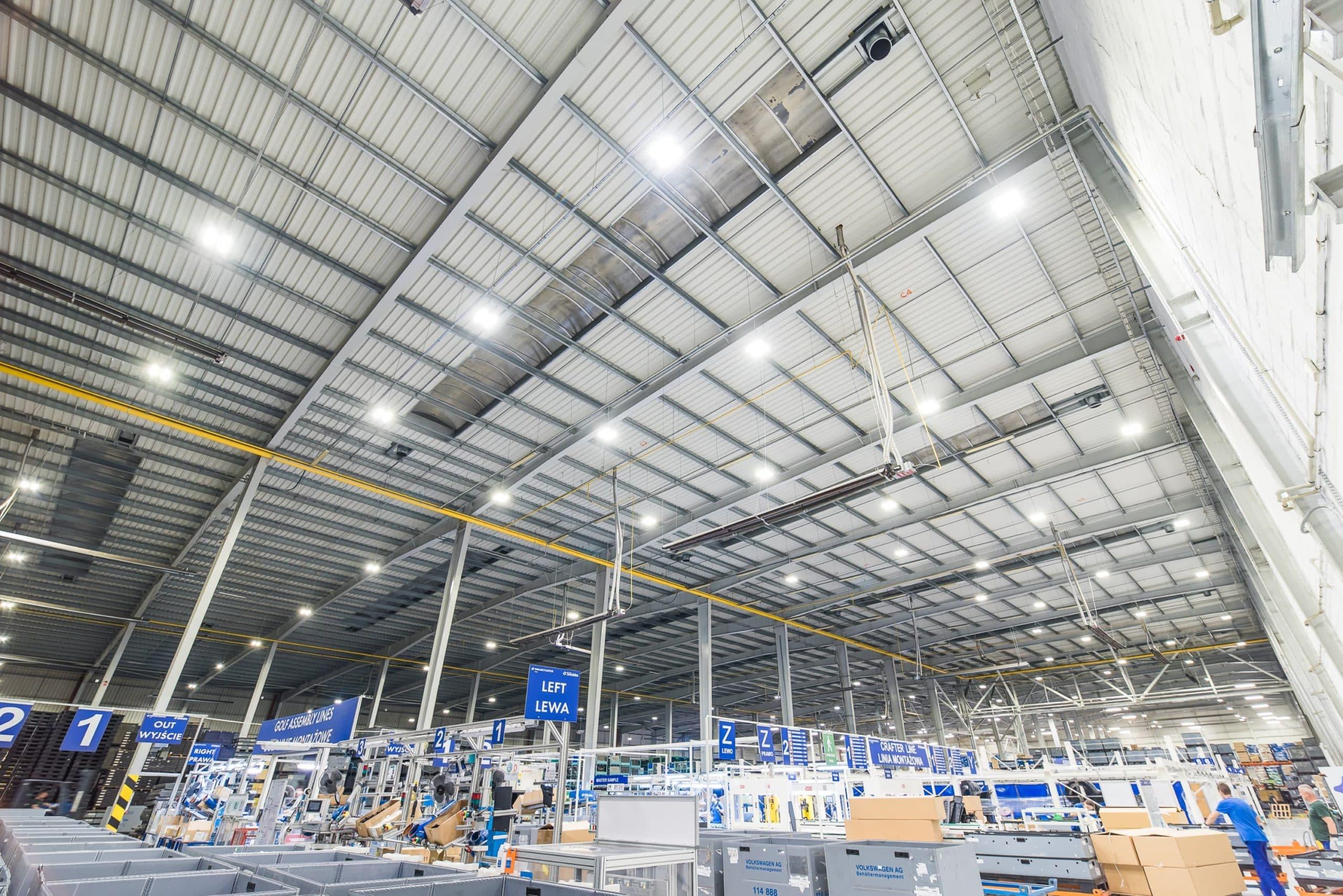 Oprawy przemysłowe Highbay dla firmy Simoldes - hala produkcyjna zmodernizowana przez Luxon LED