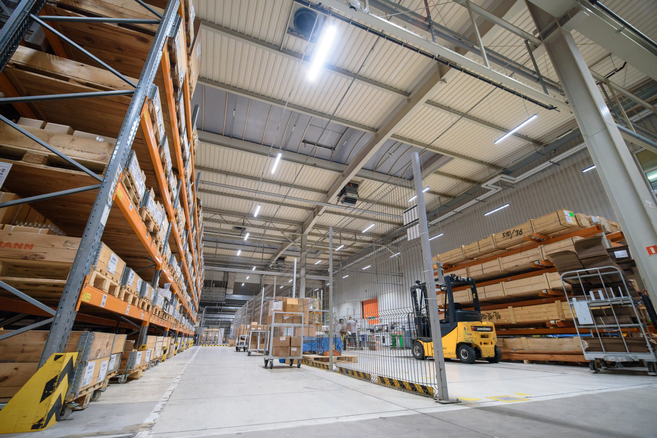Oprawy przemysłowe Industrial w firmie Viessman w Legnicy - Luxon LED