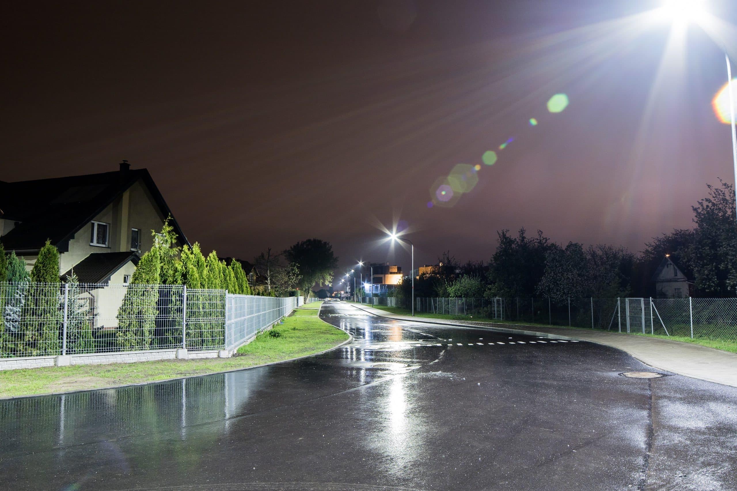 Oprawy uliczne Cordoba na drodze we Wrocławiu - oświetlenie uliczne Luxon LED