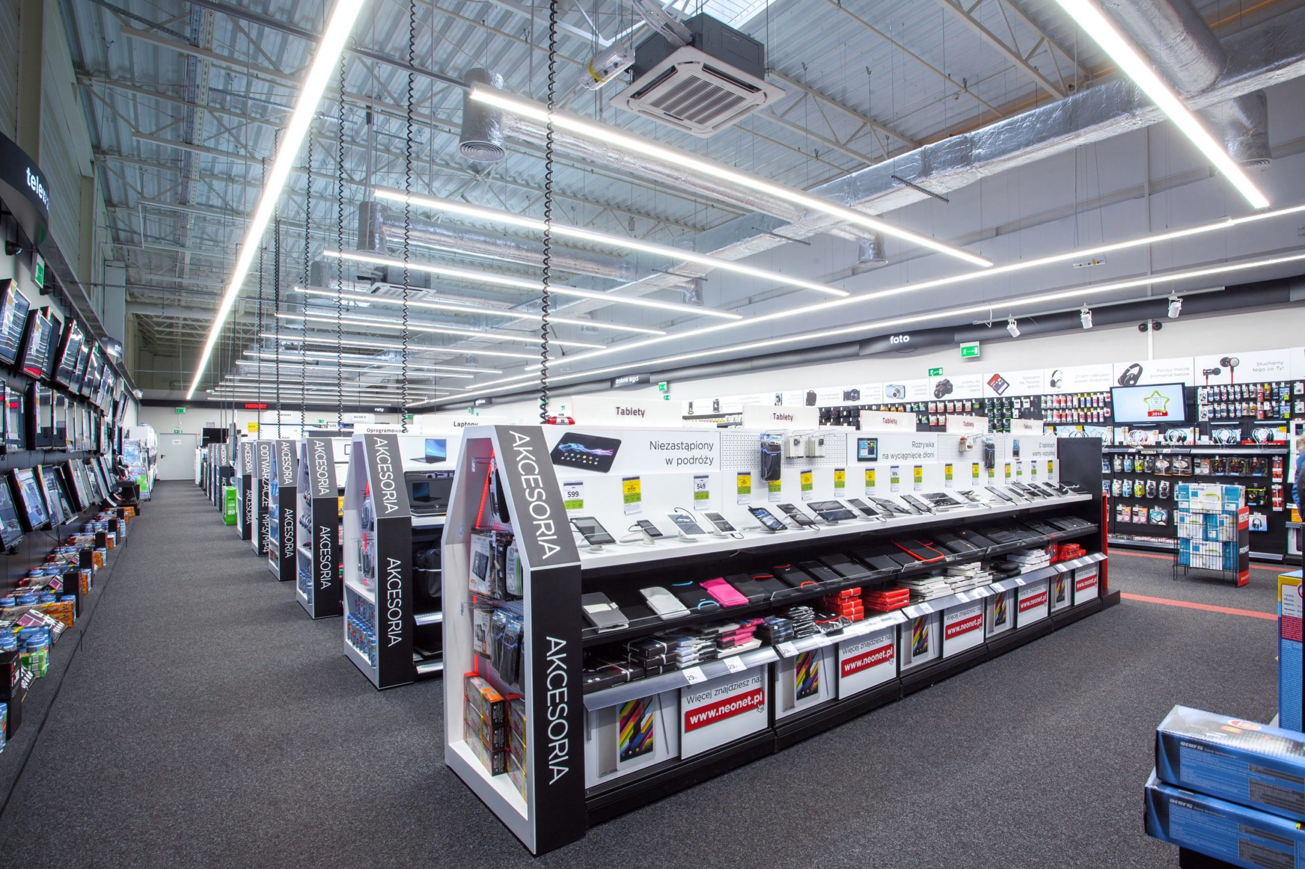 Zmodernizowane oświeltenie led sklepu Neonet - oprawy Lumiline - Luxon LED