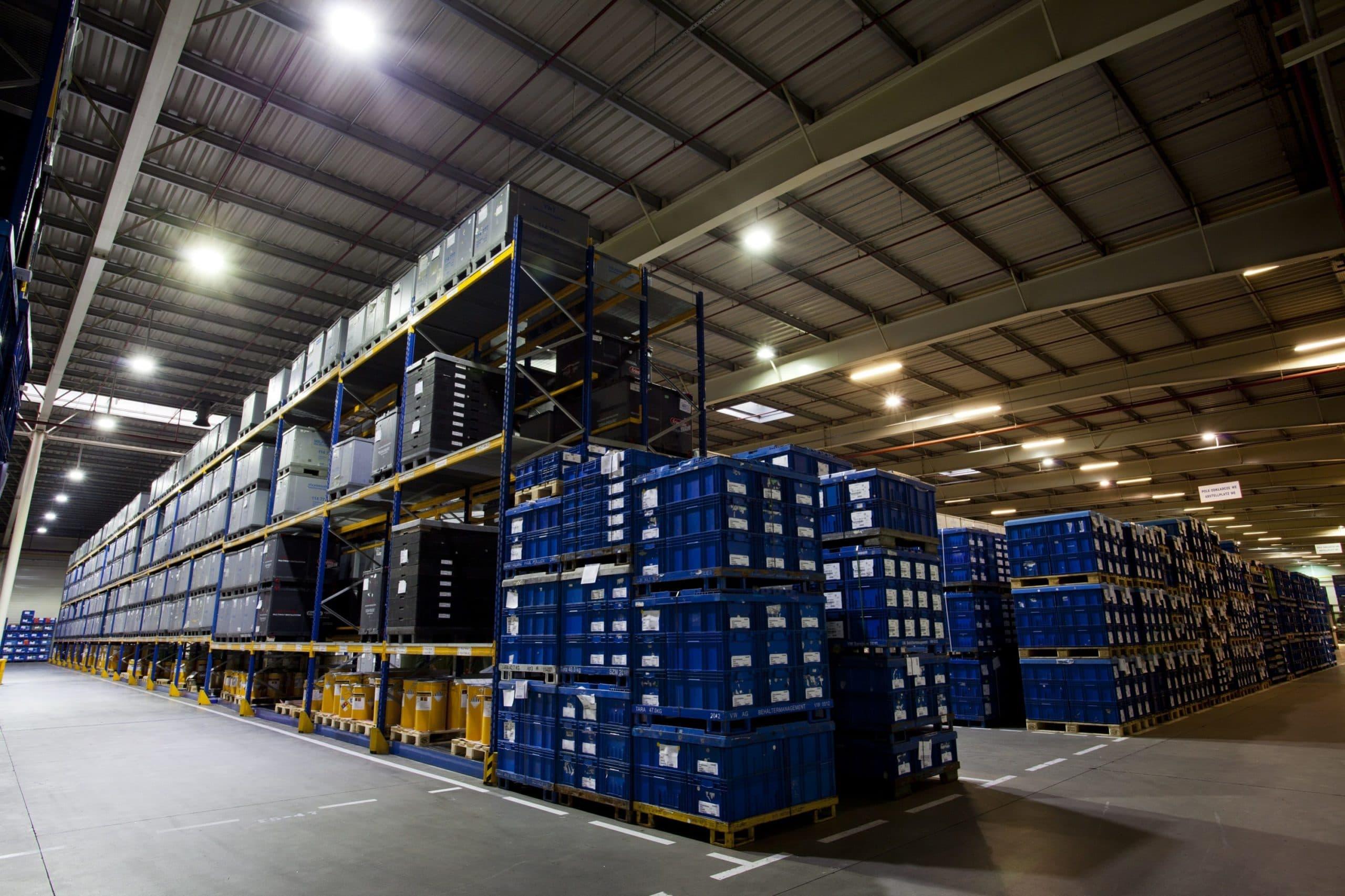 Oprawy Highbay w hali magazynowej firmy Panopa - Luxon LED