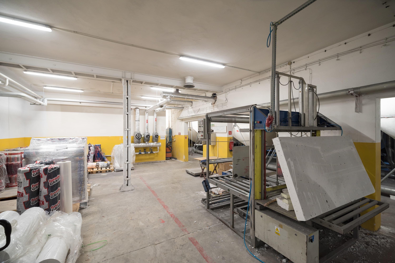 Zmodernizowane oświetlenie budynku firmy Arbet - Oprawy Industrial - Luxon LED