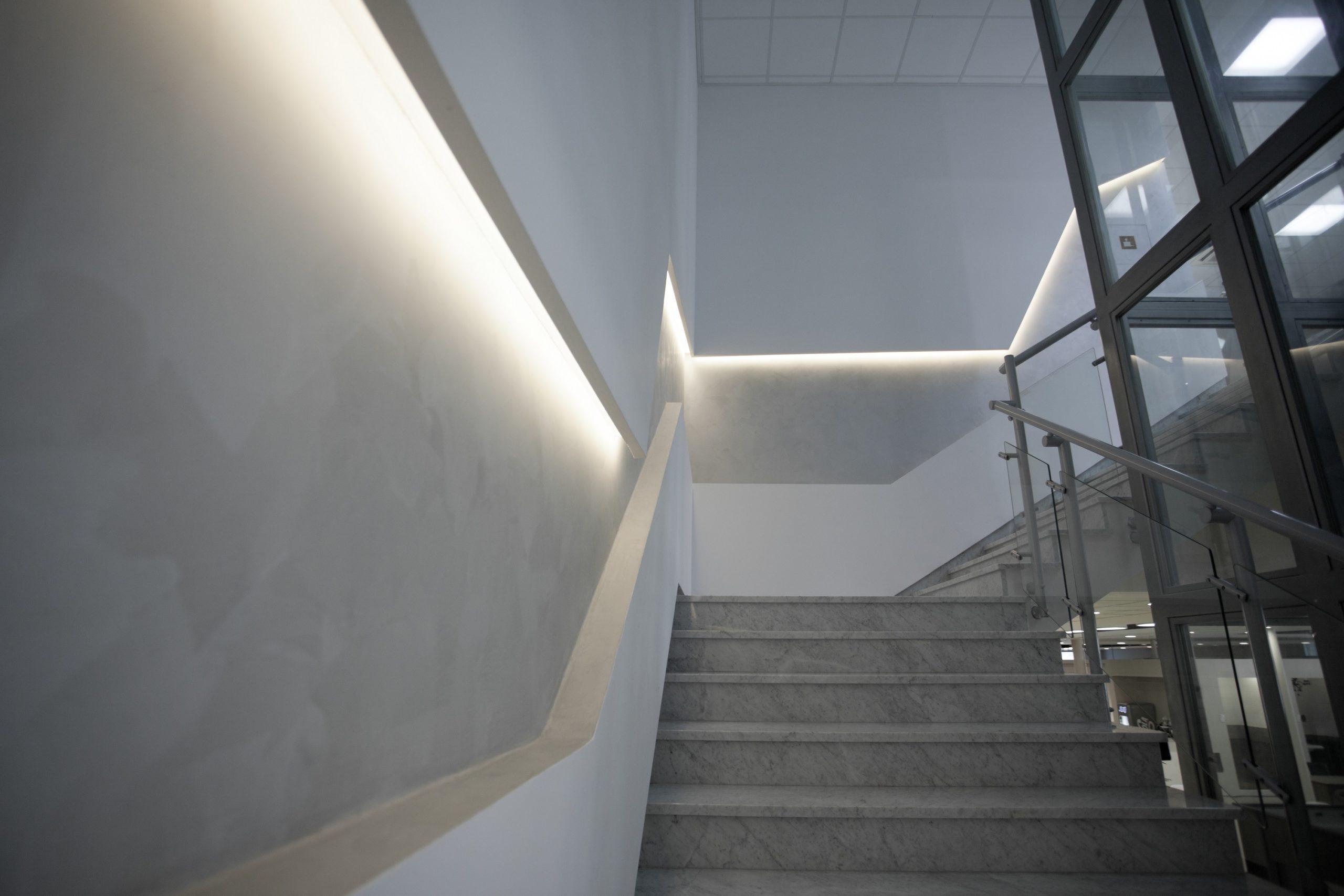 Budynek firmy Cermag po modernizacji oświetlenia - Luxon LED