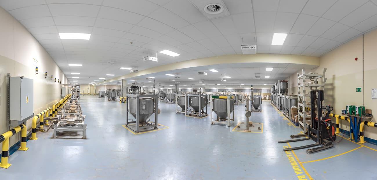 Hala produkcyjna oraz magazyny firmy Twinings - oprawy Highbay- Luxon LED