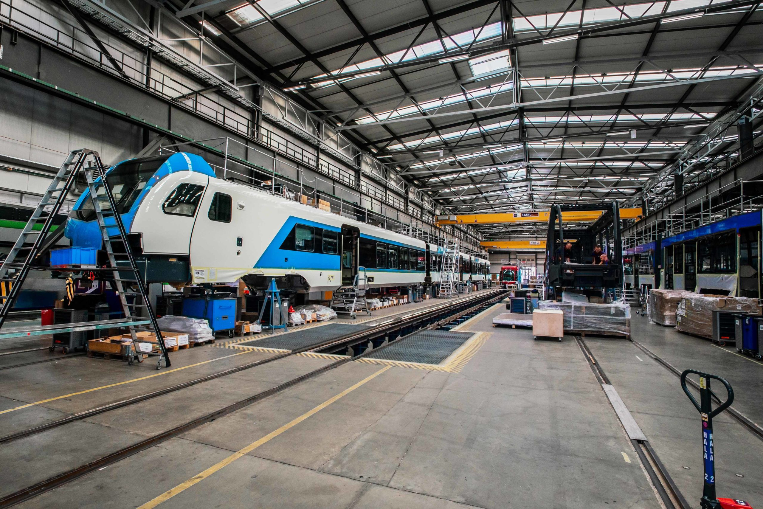Modernisierung der Beleuchtung in der Produktionshalle für den Schweizer Hersteller der Schienenfahrzeuge